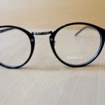 แว่นตาสีดำเงา กรอบแว่นทรงหยดน้ำ เลนส์ใส