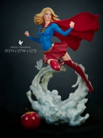 19/07/2018 Supergirl Premium Format™ Figure by Sideshow Collectibles