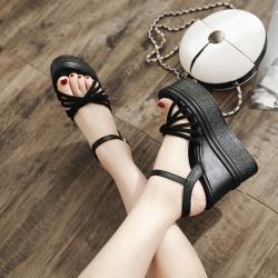 รองเท้าผู้หญิงส้นสูง แฟชั่นหนังPU สีดำ ทรงหัวปลา แต่งหัวเข็มขัดรัดส้น สูง 4.5 นิ้ว