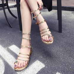 [มี2สี] รองเท้าแตะส้นเตี้ย คีบนิ้วโป้ง ปิดส้น แฟชั่นหนังแท้ แต่งเข็มขัดพันรอบขาสูงระดับเข่า ซิปหลัง สวยสไตล์ยุโรป