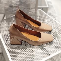 [มีหลายสี] รองเท้าคัทชูส้นเตี้ย แฟชั่นหนังpu สีพื้น ทรงสวยเรียบๆ สุภาพ ส้นสูง 2 นิ้ว