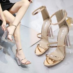 รองเท้าส้นสูง ส้นแก้ว หนังคาดหน้า 3 ตอน สีทอง ซิปหลัง ส้นแต่งเลื่อม ทรงสวย สไตล์ยุโรป