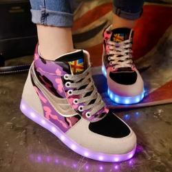 [มี2สี] รองเท้า LED มีไฟเรืองแสง แฟชั่นหนัง PU ลายพราง ด้านในเป็นกำมะหยี่ ปรับเปลี่ยนไฟได้ 7 สี 8 แบบ เปิด-ปิดสวิตช์ได้ พร้อมสายชาร์จ USB