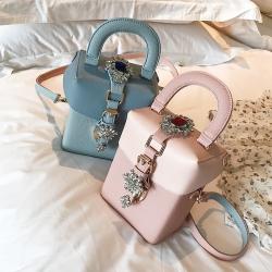 [มีหลายสี] กระเป๋าถือ+สะพาย แฟชั่นหนัง pu ทรงสี่เหลี่ยม แต่งงเพชรสไตล์โบฮีเมียน