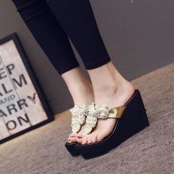 รองเท้าแตะแบบหนีบ ส้นเตารีด หน้าปีะดับมุก+เพชร สวยหรู ส้นสูง 4 นิ้ว