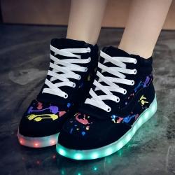 รองเท้า LED มีไฟเรืองแสง แฟชั่นหนัง PU หุ้มข้อ ร้อยเชือกสีขาว ปรับเปลี่ยนไฟได้ 7 สี 8 แบบ พร้อมสายชาร์จ USB (เปิด-ปิดสวิชต์ได้)