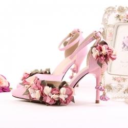 [มี2สี] รองเท้าหัวแหลมส้นสูง แต่งมุก ประดับดอกไม้ สวยหวาน สไตล์เจ้าหญิง แต่งหัวเข็มขัดรัดข้อ รองเท้าเจ้าสาว รองเท้าแต่งงาน ส้นสูง 3.5 นิ้ว