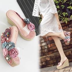 รองเท้าส้นเตารีด ทรงสวม หน้าคาดพลาสติกใส ประดับดอกไม้+มุกสุดหวาน สูง 4.5 นิ้ว ส้นถักปอ