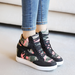 [มี2สี] รองเท้าผ้าใบผู้หญิง หุ้มข้อ ลายพราง พื้นหนา เสริมส้นสูงด้านใน 2 นิ้ว สวย สไตล์เกาหลี