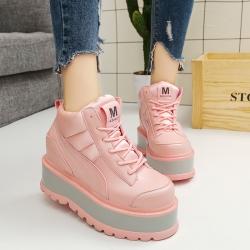[มีหลายสี] รองเท้าผ้าใบเสริมส้นสไตล์เกาหลี หนังpu ผูกเชือก ส้นตึก ด้านหน้าปักลายตัว M ทรงสวยน่ารัก ส้นสูง 6 นิ้ว
