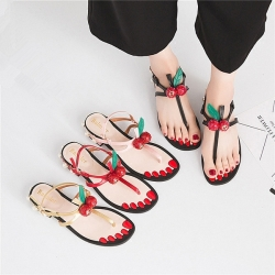[มีหลายสี] รองเท้าแตะคีบ หนังไมโครไฟเบอร์ แต่งลูกเชอร์รี่สีแดง มีสายรัดส้น ส้นเตี้ย ส้นแต่งอะไหล่มุก สูง 1 นิ้ว