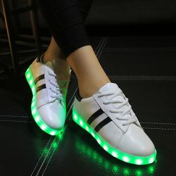 [มี2สี] รองเท้า LED มีไฟเรืองแสง แฟชั่นหนัง PU ร้อยเชือก ทรงสปอร์ต ปรับเปลี่ยนแสงไฟได้ 7 สี 8 แบบ พร้อมสายชาร์จ USB