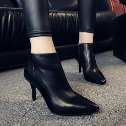 รองเท้าบูทสั้นผู้หญิง หัวแหลม ส้นสูง แฟชั่นหนังแท้ สีดำ ทรงสวย สไตล์ยุโรป ส้นสูง 6 ซม. (3นิ้ว)