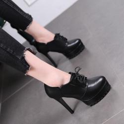 รองเท้าบูทผู้หญิง แฟชั่นหนัง pu สีดำ ผูกเชือก ทรงสวยสไตล์อังกฤษย้อนยุค ส้นสูง 4.5 นิ้ว