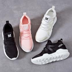 [มีหลายสี] รองเท้าผ้าใบตาข่าย พื้นหนา แต่งกลิตเตอร์ ด้านหน้าปักตัว M สวย สไตล์เกาหลี ส้นสูง 1.5 นิ้ว (มีรุ่นคุณภาพกลาง-คุณภาพสูง)