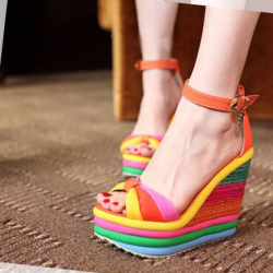 [มี2สี] รองเท้าผู้หญิง ส้นตึก หัวปลา สีรุ้ง หนังpu แต่งเข็มขัดรัดข้อ ทรงสวย แฟชั่นหน้าร้อน ส้นสูงประมาณ 5.5 นิ้ว