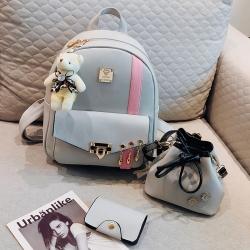 [มีหลายสี] เซต 4 ชิ้น!! กระเป๋าเป้สะพายหลังผู้หญิง แฟชั่นหนังpu แถมฟรีพวงกุญแจหมีน่ารัก+กระเป๋าใบเล็กอีก2ใบ (รวม4ชิ้น)