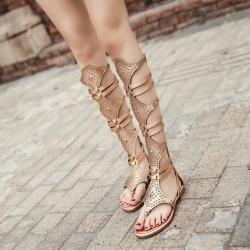 [มี2สี] รองเท้าแตะคีบส้นแบนทรงสาน สูงระดับเข่า งานหนัง pu แต่งหมุด ซิปด้านหลัง แฟชั่นสไตล์ยุโรป