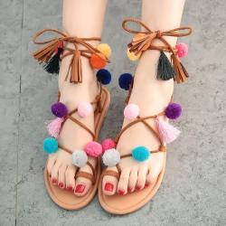 [มี2สี] รองเท้าแตะส้นแบนเกาหลี คีบนิ้วโป้ง ทรงสานพันรอบขา หนังนิ่ม แต่งพู่สดใส แฟชั่นหน้าร้อน