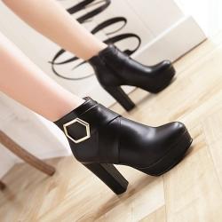 [มีหลายสี] รองเท้าบูทสั้นผู้หญิงส้นสูง ทรงมาร์ติน แฟชั่นหนังpu แต่งโลหะ ซิปด้านใน สวยสไตล์อังกฤษ ย้อนยุค แพลตฟอร์มสูง 1 นิ้ว ส้นสูง 4 นิ้ว