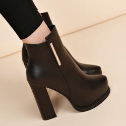 รองเท้าบูทสั้น ส้นสูง ผู้หญิงมาร์ติน แฟชั่นหนังpu สีดำ กำมะหยี่บาง-ซิปด้านใน ทรงสวยสไตล์เกาหลี ส้นสูง 10.5 ซม. (4นิ้ว)