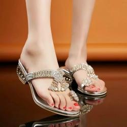 [มี2สี] รองเท้าส้นสูง คีบนิ้วโป้ง แต่งเพชร แฟชั่นหนัง pu เปิดส้น สวยหรู สไตล์โรมัน สูงประมาณ 3 นิ้ว