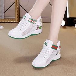 [มีหลายสี] รองเท้าหนัง pu เสริมส้นสไตล์เกาหลี ทรงสปอร์ต ประดับมุกด้านข้าง ด้านหน้าปักตัว M มีตาข่ายระบายอากาศ ใส่หน้าร้อนได้