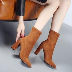 [มี2สี] รองเท้าบูทสั้นผู้หญิง หัวแหลมส้นสูง วัสดุหนังนิ่ม+ผ้ายืด ทรงสวย แฟชั่นสไตล์ยุโรป ส้นสูงประมาณ 3 นิ้ว