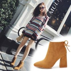 [มี2สี] รองเท้าบูทสั้น หัวแหลม ส้นสูง วัสดุหนังกลับ ซิปด้านใน ผูกเชือกด้านหลัง ทรงสวย แฟชั่นสไตล์อังกฤษ ย้อนยุค ส้นสูง 3.5 นิ้ว