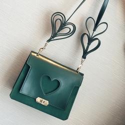 [มีหลายสี] กระเป๋าสะพายข้าง แฟชั่นหนัง PU รูปหัวใจ ทรงสี่เหลี่ยมมินิ สายสะพายแต่งเป็นรูปหัวใจ สวย เก๋ น่ารักสไตล์เกาหลี