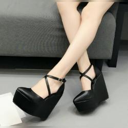 รองเท้าส้นเตารีด หนังpu สีดำ แต่งหัวเข็มขัดรัดข้อ ทรงสวย สุภาพ หน้าสูง 2 นิ้ว / หลังสูง 5 นิ้ว
