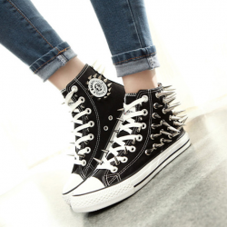 รองเท้าผ้าใบสีดำ หุ้มข้อ แฟชั่นแต่งหมุด ดีไซน์สวยเก๋