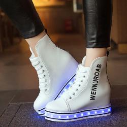 [มี2สี] รองเท้า LED มีไฟเรืองแสง แฟชั่นหนัง PU ส้นตึก ทรงหุ้มข้อ เสริมส้นสูงด้านใน ปรับเปลี่ยนไฟได้ 7 สี 8 แบบ พร้อมสายชาร์จ USB
