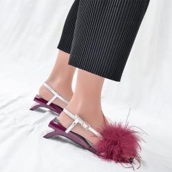 [มีหลายสี] รองเท้าส้นสูง หัวปลา หนังไมโครไฟเบอร์ แต่งหัวเข็มขัดรัดส้น หน้าแต่งขนเฟอร์ ส้นเก๋มาก สูง 1 นิ้ว