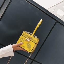 [มีหลายสี] กระเป๋าถือ+สะพายผู้หญิง แฟชั่นนหนัง pu ใบเล็ก ทรงกล่อง
