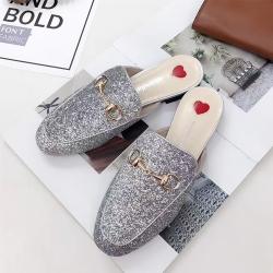 รองเท้าคัทชู เปิดส้น หนังpu นิ่ม ปักเลื่อมสีเงิน สวยวุ้งวิ้ง แต่งอะไหล่ด้านหน้า งานสวย สไตล์กุชชี่ (ครบไซส์ 34-41)