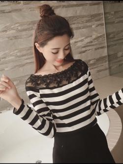 C167 เสื้อไหมพรม+ลูกไม้ Lady Ribbon ลายขวางขาวดำ สวยมากค่ะ