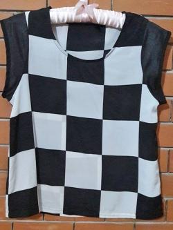 S113 เสื้อลายตาราง ขาวดำ ผ้าลื่นนิดๆใส่สบาย (มือ2 สภาพดี)