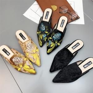 [มีหลายสี] รองเท้าคัทชู เปิดส้น หนังนิ่ม คุณภาพสูง งานปัก สวย ส้นสูงประมาณ 1 นิ้ว