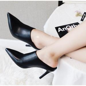 [มี2สี] รองเท้าบูทส้นสูง ส้นเข็ม เปิดส้น บูทผู้หญิงทรงมาร์ติน หนังแท้ สวย แฟชั่นสไตล์ยุโรป ส้นสูง 4 นิ้ว
