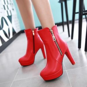 [มีหลายสี] รองเท้าบูทสั้นผู้หญิงส้นสูง ทรงมาร์ติน วัสดุหนัง pu ซิปข้าง สวย แฟชั่นสไตล์อังกฤษย้อนยุค แพลตฟอร์มสูง 1 นิ้ว ส้นสูง 4.5 นิ้ว