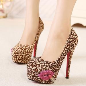 [มี2สี] รองเท้าส้นสูง แฟชั่นหนัง PU ลายเสือดาว แต่งรูปปาก + ลิปสติก สวยเก๋ แฟชั่นสไตล์สาวเปรี้ยว
