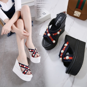 [มี2สี] รองเท้าแพลตฟอร์ม หัวปลา ทรงสวม แฟชั่นหนัง pu พื้นหนา แต่งอะไหล่มุก สวยหรู เสริมส้นสูด้านในสไตล์เกาหลี