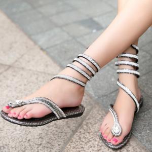 [มี2สี] รองเท้าแตะแบบหนีบ สไตล์โรมัน ประดับเพชร ลายงูพันรอบขา ใส่สบาย ระบายอากาศ เหมาะกับหน้าร้อนบ้านเราค่ะ