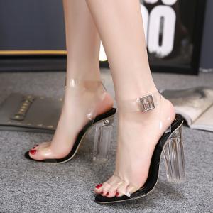 [มี2สี] รองเท้าส้นสูงหนังแท้ หัวปลา คาดหน้าด้วยพลาสติกใส ส้นอะคริลิค แต่งหัวเข็มขัดรัดส้น แฟชั่นสไตล์ยุโรป ส้นสูง 5 นิ้ว