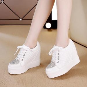 [มี2สี] รองเท้าหนังpu เสริมส้นด้านในสไตล์เกาหลี แต่งเพชร ทรงสวยหวาน ส้นสูง 4.5 นิ้ว