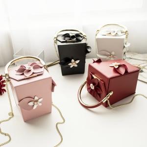 [มีหลายสี] กระเป๋าถือ+สะพาย กระเป๋าออกงาน แฟชั่นหนังPU คุณภาพสูง ทรงสี่เหลี่ยมมินิ ตกแต่งดอกไม้สวยหรู สไตล์เจ้าหญิง
