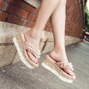 [มี2สี] รองเท้าแตะคีบส้นเตารีด ทำจากหนังไมโครไฟเบอร์เกรดสูงประดับมุก+เพชร สวยหรู ส้นเป็นงานถักปอ (สูง3นิ้ว)