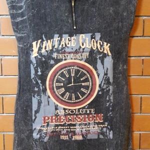 S013 เสื้อตัวยาวสีดำฟอก ลายนาฬิกา มีกระเป๋าข้าง (มือ2 สภาพดี)