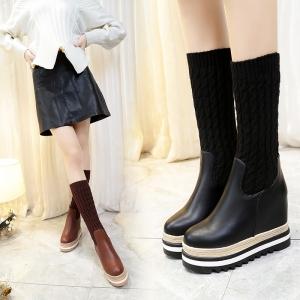 [มี2สี] รองเท้าบูทสั้นไหมพรมหนานุ่ม ผ้ายืด หนังpu ส้นปอ พื้นหนา เสริมส้นสูงด้านในสไตล์เกาหลี (ส้นสูง 4 นิ้วรวมด้านใน)